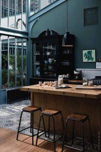Decoration interieure en bois, ambiance industrielle - Peintres decorateurs
