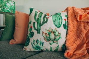 coussins plaids motif tropical